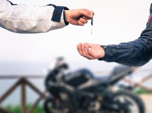 Μεταβίβαση μοτοσυκλέτας: Δικαιολογητικά – Διαδικασία – Παράβολα