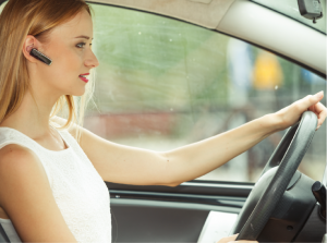 Οδήγηση και κινητό! Το τηλέφωνο μπορεί να περιμένει!